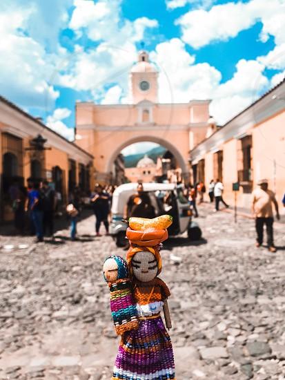 Visitando El Arco en Antigua Guatemala con el traje tipico del lugar photo