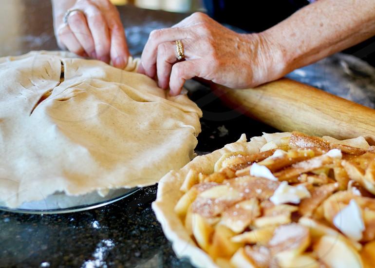 baking apple pie photo