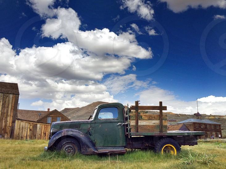 green pickup truck photo