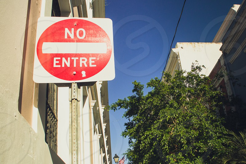 no entre road sign photo