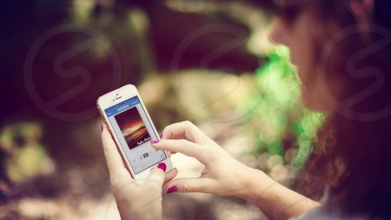 PokaMax app used by a girl holding her iPhone photo