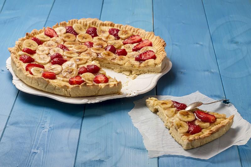 Banana and strawberries tart photo
