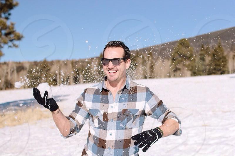 men's black gloves photo