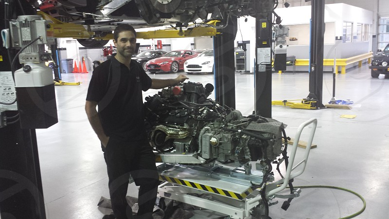 Taking out engine on a Mclaren photo