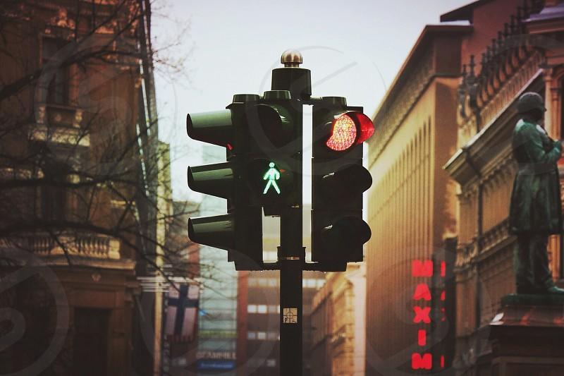 traffic light on red photo