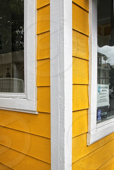 The corner  angle of a yellow house photo