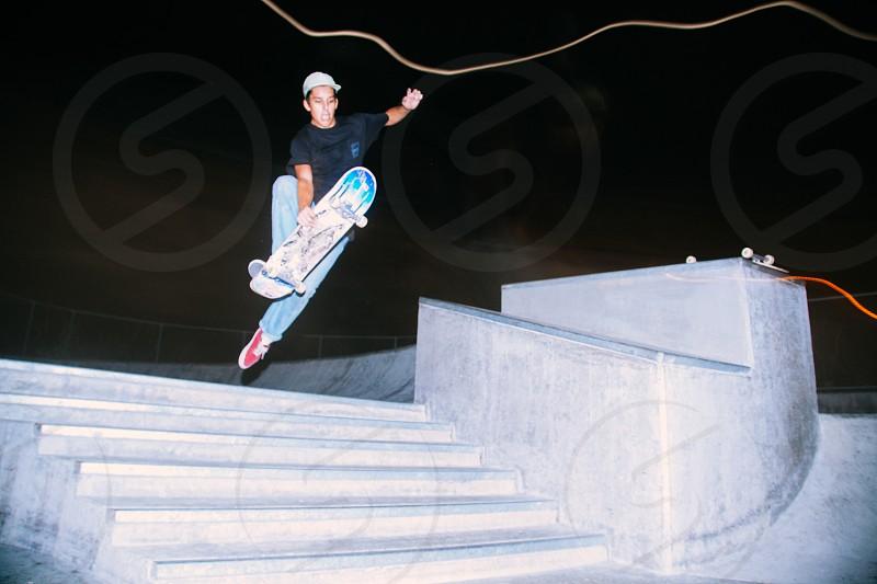 man playing skateboard photo