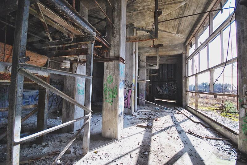 grey concrete building post photo