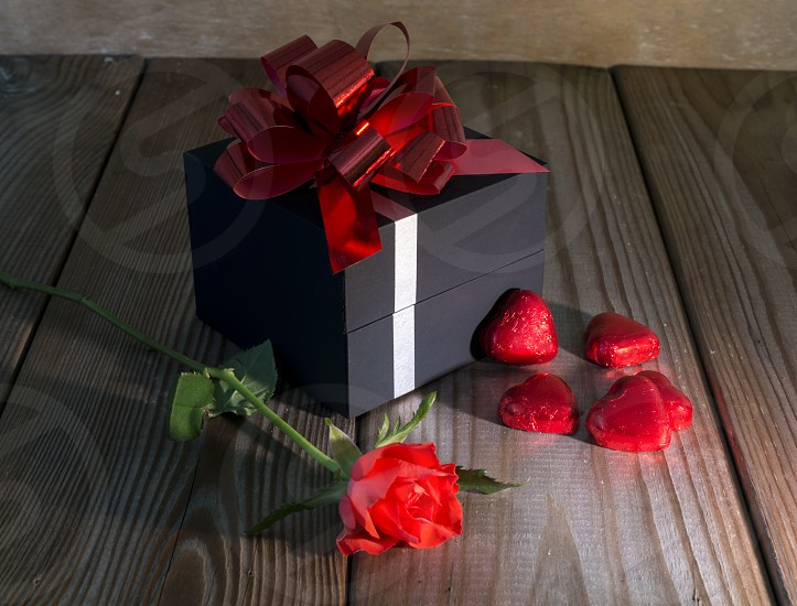 red rose and present photo