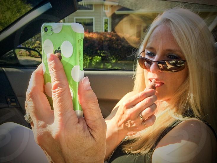 iPhone mirror app woman lipstick photo