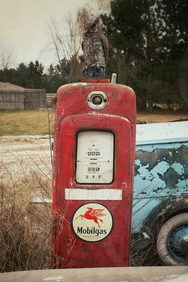 red vintage mobilgas pump photo