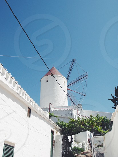 white concrete pointed building photo
