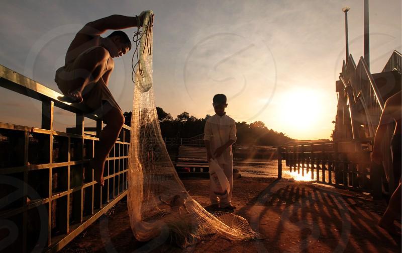 Fischer  in der Pfahlbau Stadt Kampung Ayer  im Zentrum der Hauptstadt Bandar Seri Begawan im Koenigreich Brunei Darussalam auf Borneo in Suedostasien. photo