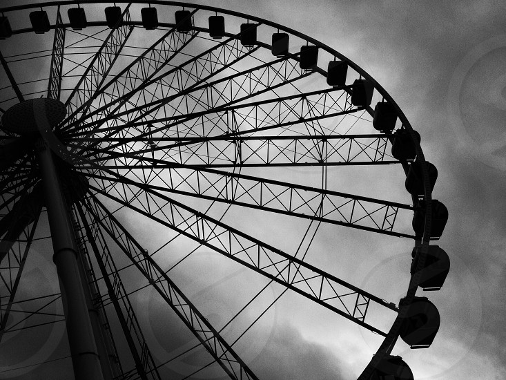 london eye grayscale photography photo