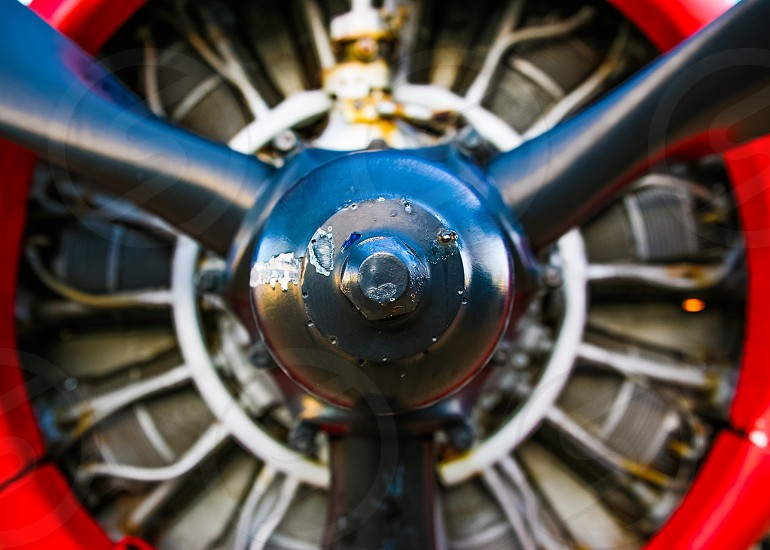black gray and red turbine photo