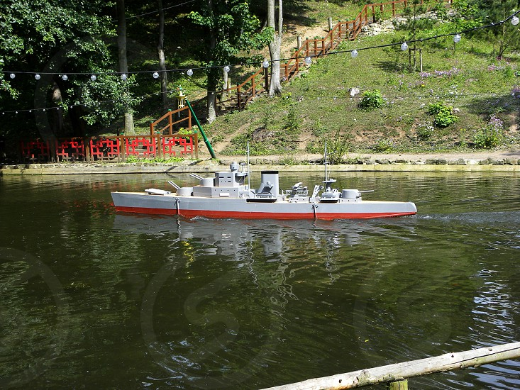 UK. ENGLAND. Scarborough Peasholm Park.  One of the attractions in the park are large scale model boats which enact battles on the parks lake.                    photo