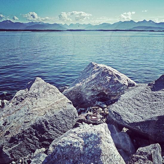 gray boulder of rocks photo