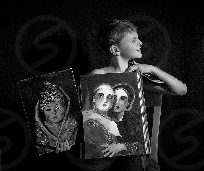 Young boy painting scratching grimace face portrait photo