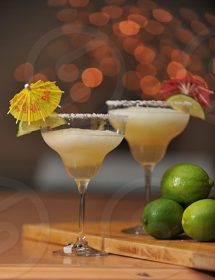 Margaritas bokeh background photo