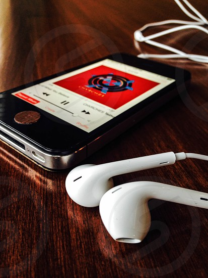 iphone and earbuds photo