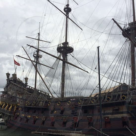 close up photo of brown and beige pirate ship photo