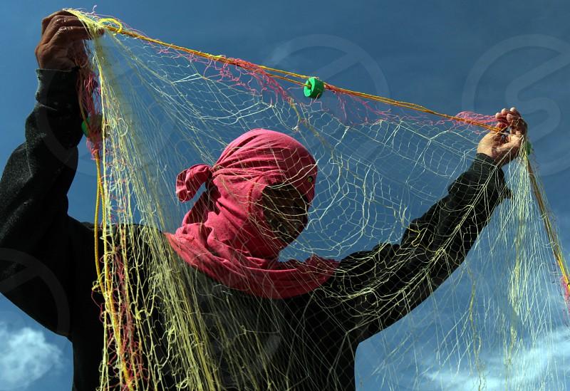 Ein Fischer in der Wasserlandschaft rund um die Hauptstadt Bandar Seri Begawan im Koenigreich Brunei Darussalam auf Borneo in Suedostasien.  photo