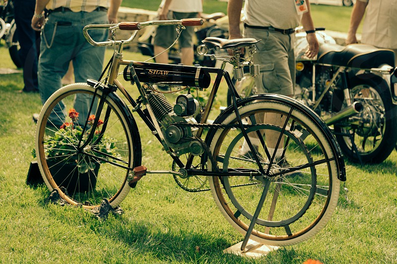 grey and black motor bicycle photo