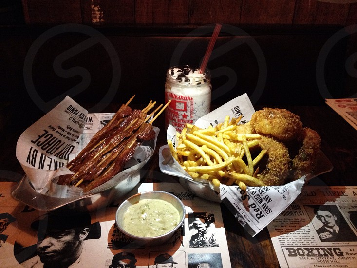 french fries and beige fried on bowl beside white bowl photo