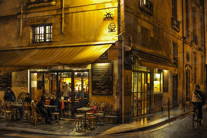 shallow photography of restaurant with brown awning photo