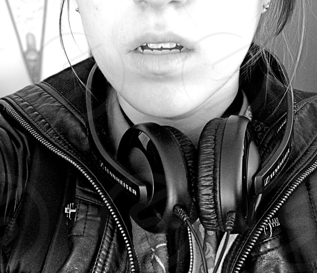 girl wearing headphones photo