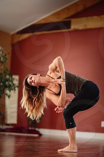 womens black luluemon yoga pants photo
