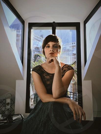 woman wearing black dress photo