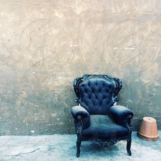 black leather lounge chair next to brown clay pot photo