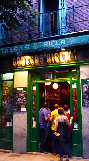 happy hour crowd at Bodegas Ricla Madrid photo