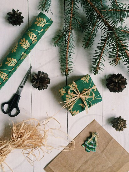 Gift wrapping photo