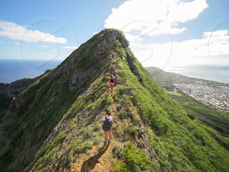 Group of people hike on the ridge of a mountain in nature Hawaii environmentlifestyle  outdoor  photo