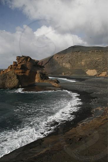 EUROPA SPANIEN ATLANTISCHER OZEAN KANAISCHE INSELN KANAREN LANZAROTE INSEL  LANDSCHAFT MEER KUESTE LOS HERVIDEROSDie Kueste bei Los Hervideros im Westen der Insel Lanzarote auf den Kanarischen Inseln.  (KEYSTONE/Urs Flueeler)  photo