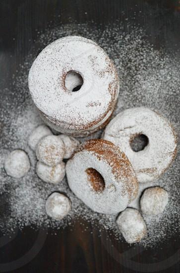 doughnuts sprinkle with flour photo