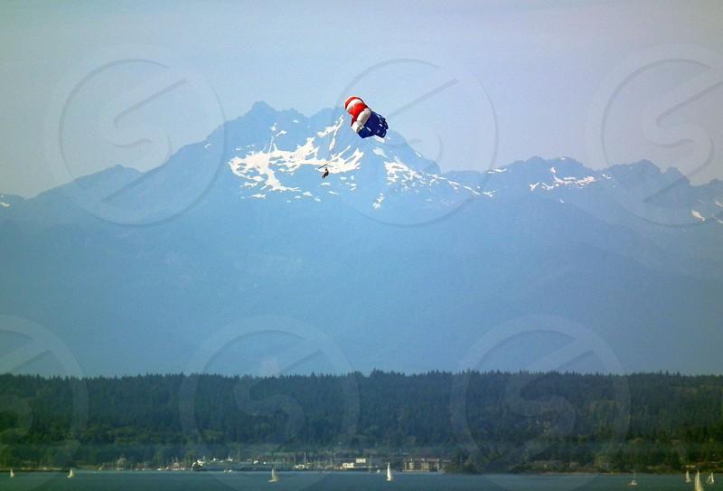 parachute jumping photo