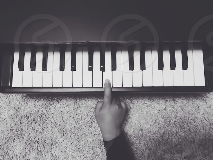 """""""I want to play the piano"""" photo"""