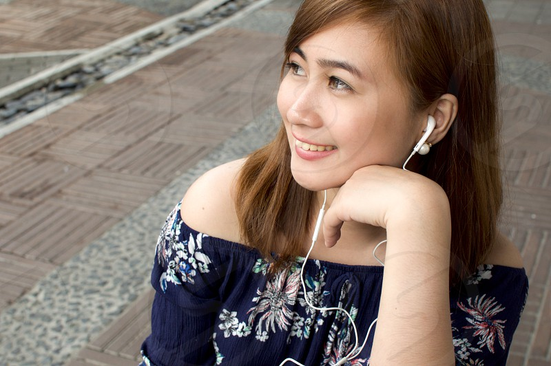 Woman listening to podcast photo