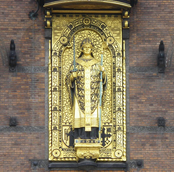 golden religious statue photo