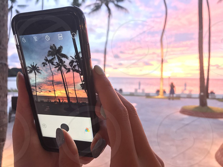 Snap photo smartphone photography sunset sunsets beach resort island  photo