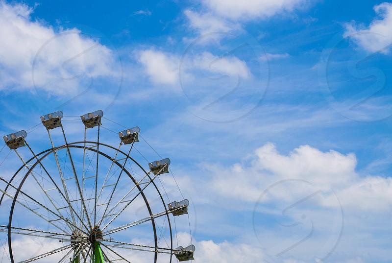 ferris wheel under white sky photo