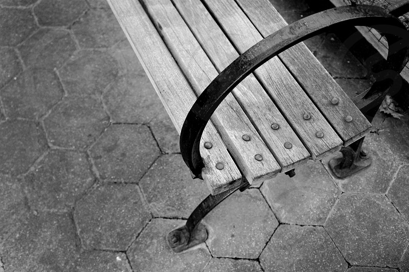 wire park bench photo