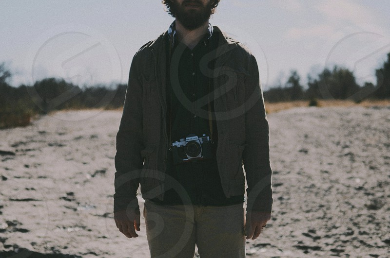 men's grey jacket photo