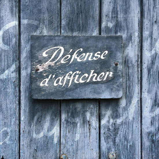 wooden defense de afficher sign photo